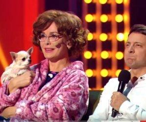 Владимир Зеленский вместе с мамой смотрят телевизор! Зал в истерике. Вот это придумали, супер.